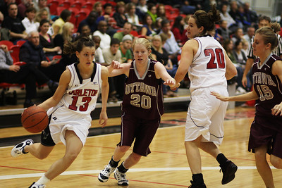 IMG_1081 Ravens vs Ottawa U  Tanya Perry goes around a defen(photo by murray.mccomb@sympatico.ca).der.
