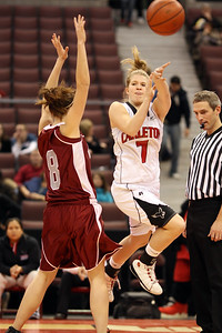 Courtney Smith passes Courtney Berquist (Gee Gees) (6J0E6098) Courtney Smith passing (6J0E6098)
