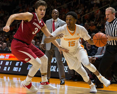 NCAA Basketball 2017: Arkansas vs Tennessee JAN 03