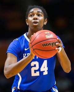 NCAA Basketball 2017: Kentucky vs Tennessee JAN 01