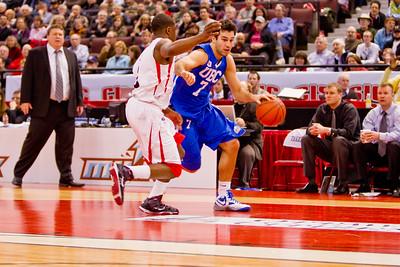 Alex Murphy bringing the ball up court (4373)