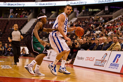 Blaine LeBranche bringing up the ball (4582)