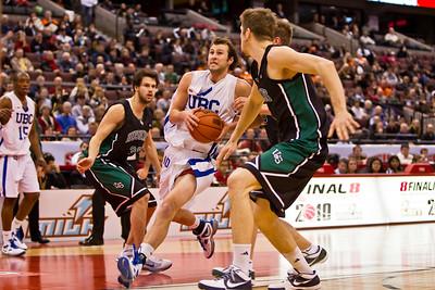 Kyle Watson to the hoop (4479)