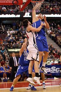 Bryson Kool and Kevin McCleery rebounding (MURR7692)