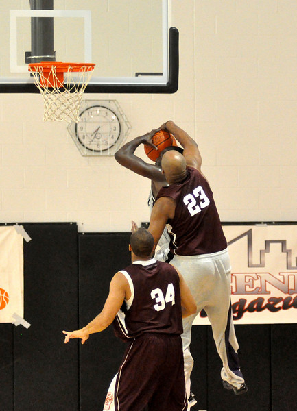 Vin Baker blocks a shot against Simoniz All Stars. (7/18/2010)