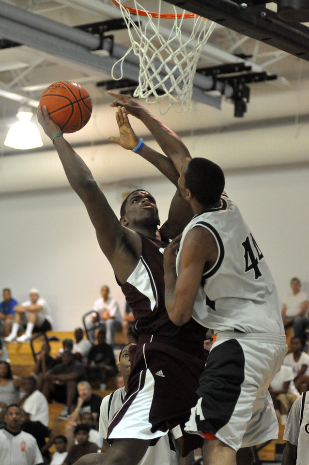 Dale Saunders tries to defand against Cassius Chaney. (7/18/2010)