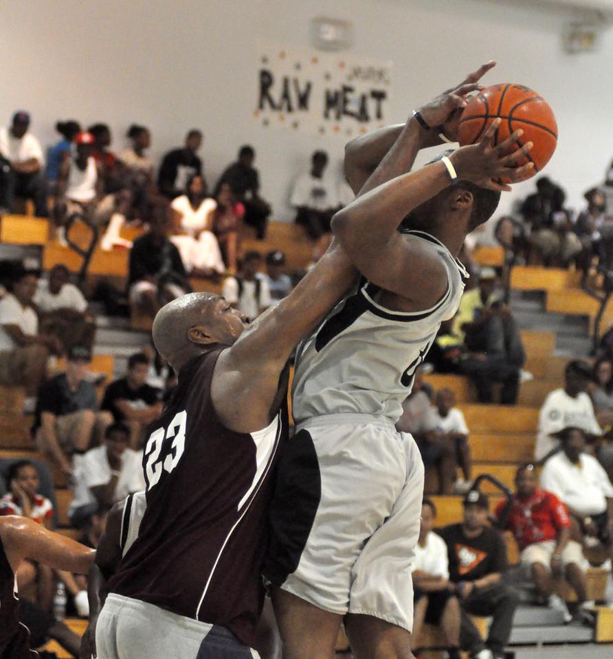 Vin Baker blocks a shot by Travis King. (7/18/2010)