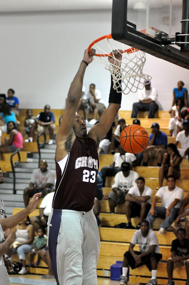 Vin Baker dunks against Simonize. (7/18/2010)