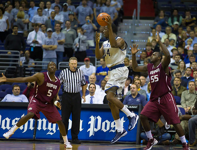 Hoyas' Henry Sims is guarded by Jaguar's Markel Starks and Christian Siakam