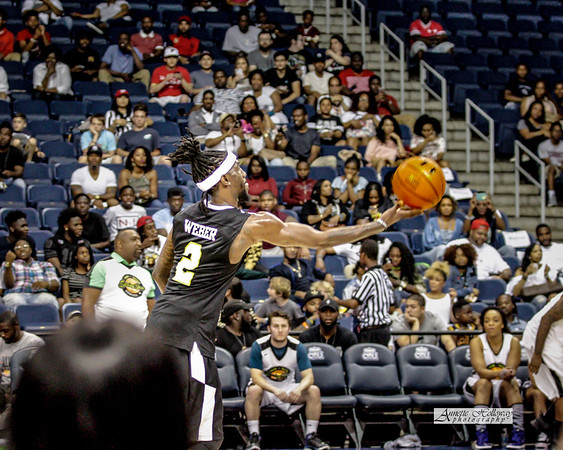 Kam Chancellor of the Seattle Seahawks and Kam Cares Foundation - Bam Bam's Spring Jam Annual Celebrity Basketball Game 5-27-17 © Annette Holloway Photography