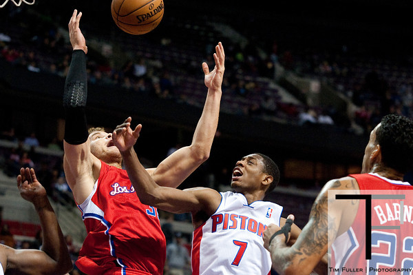 Dec 17, 2012; Auburn Hills, MI, USA; Los Angeles Clippers power forward Blake Griffin (32) and Detroit Pistons point guard Brandon Knight (7) battle for a loses ball during the fourth quarter at The Palace. Clippers won 88-76. Mandatory Credit: Tim Fuller-USA TODAY Sports