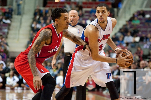 Dec 17, 2012; Auburn Hills, MI, USA; Los Angeles Clippers small forward Matt Barnes (22) guards Detroit Pistons power forward Austin Daye (5) during the third quarter at The Palace. Clippers won 88-76. Mandatory Credit: Tim Fuller-USA TODAY Sports