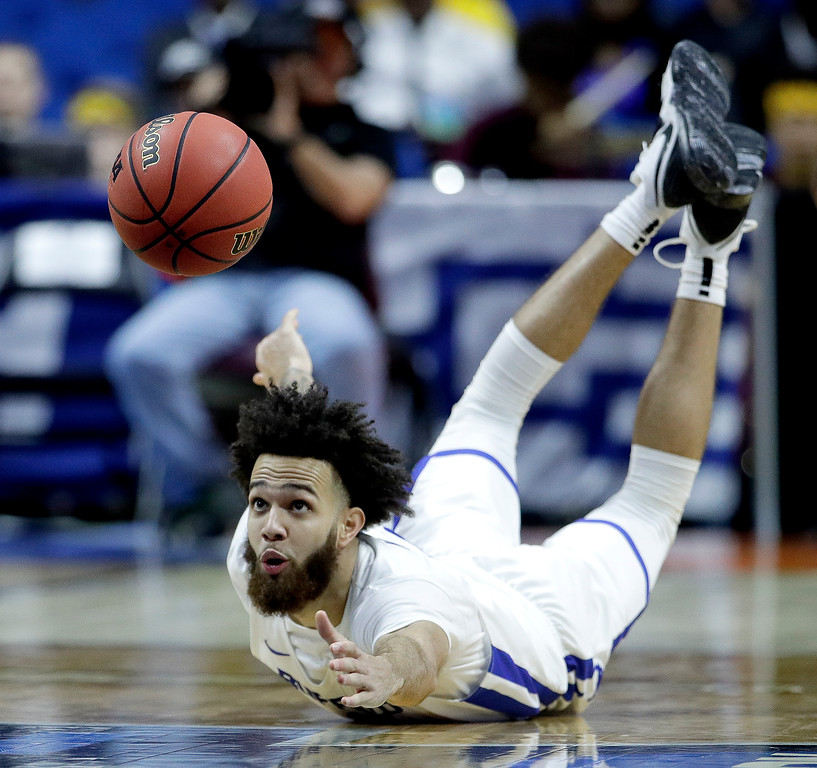 . Buffalo\'s Jeremy Harris chases after a loose ball during the second half of a first round men\'s college basketball game against Arizona State in the NCAA Tournament Friday, March 22, 2019, in Tulsa, Okla. (AP Photo/Charlie Riedel)