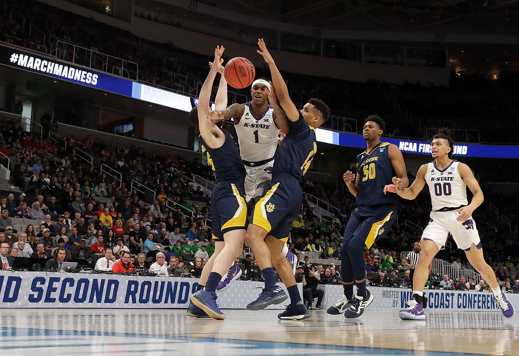 . Kansas State guard Shaun Neal-Williams (1) loses the ball between UC Irvine guard Spencer Rivers, left, and guard Evan Leonard during the first half of a first round men\'s college basketball game in the NCAA Tournament Friday, March 22, 2019, in San Jose, Calif. (AP Photo/Chris Carlson)