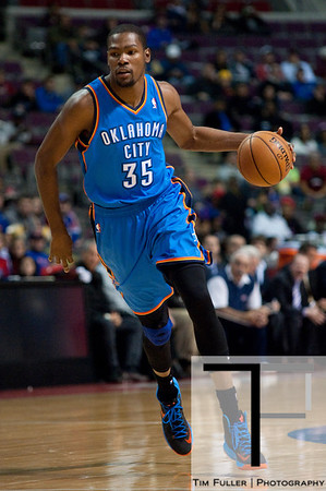 Nov 12, 2012; Auburn Hills, MI, USA; Oklahoma City Thunder small forward Kevin Durant (35) during the first quarter against the Detroit Pistons at The Palace. Mandatory Credit: Tim Fuller-US PRESSWIRE