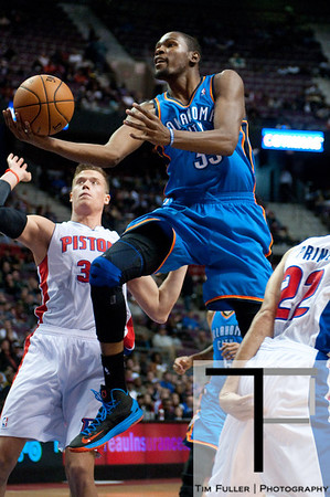 Nov 12, 2012; Auburn Hills, MI, USA; Oklahoma City Thunder small forward Kevin Durant (35) drives to the basket against the Detroit Pistons during the first quarter at The Palace. Mandatory Credit: Tim Fuller-US PRESSWIRE