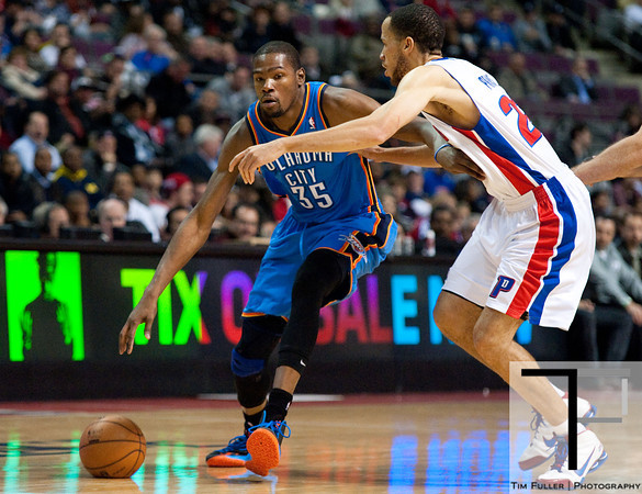 Nov 12, 2012; Auburn Hills, MI, USA; Detroit Pistons small forward Tayshaun Prince (22) guards Oklahoma City Thunder small forward Kevin Durant (35) during the first quarter at The Palace. Mandatory Credit: Tim Fuller-US PRESSWIRE