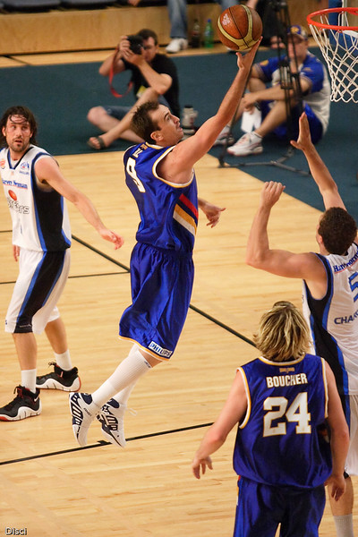 Mick Hill extends to the hoop - Brisbane Bullets v New Zealand Breakers Retro Night, 3 February 2007