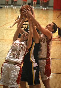 Rome's #21 Wendy Wade & #12  Kevin Martin Rebounds over Marist #40