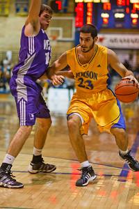 Boris Bakovic bring ball up court (6538)