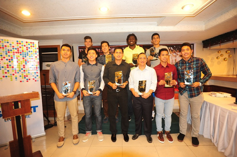 Key members and coaches of the UAAP and NCAA champion squads receive trophies from the press for their outstanding performances during the basketball season. La Salle's Jeron Teng bags the Smart Player of the Year award (second from left). (Contributed photo)