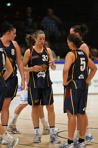 Kristen Veal speaks to her on-court team mates -WNBL: Logan Thunder v Bendigo Spirit 12 February, 2010. The Bendigo Spirit were down most of the the game, but ended up with the win, 86-82.