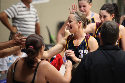 Kristen Veal thanks a supporter - WNBL: Logan Thunder v Bendigo Spirit 12 February, 2010. The Bendigo Spirit were down most of the the game, but ended up with the win, 86-82.