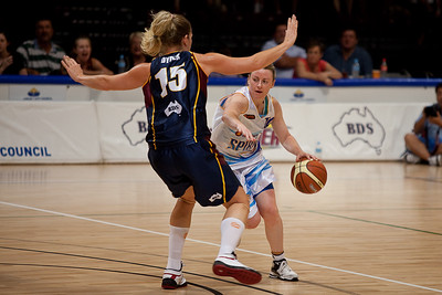 """Centre on point guard"" - Marta Dydek switches onto Kristi Harrower - WNBL: Logan Thunder v Bendigo Spirit 12 February, 2010. The Bendigo Spirit were down most of the the game, but ended up with the win, 86-82."