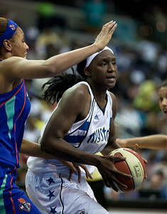 Plenette Pierson of the New York Liberty guards Crystal Langhorne of the Washington Mystics in WNBA action at the Verizon Center in Washington DC on August 20, 2010. The Washington Mystics defeated the New York Liberty 75-74 to move a win away from the Eastern Conference Regular Season Title and home court advantage in the early rounds of the playoffs. (Photo by Jeff Malet)
