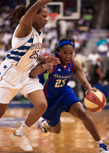 Star guard Cappie Pondexter of the New York Liberty drives past Monique Currie of the Washington Mystics in WNBA action at the Verizon Center in Washington DC on August 20, 2010. The Washington Mystics defeated the New York Liberty 75-74 to move a win away from the Eastern Conference Regular Season Title and home court advantage in the early rounds of the playoffs. Pondexter led all scorers with 28 points. (Photo by Jeff Malet)
