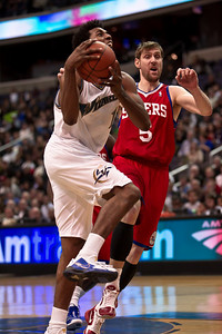 Nick Young of the Washington Wizards goes up against Andres Nocioni of the Philadelphia 76ers.