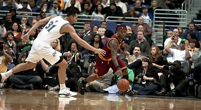 Yi Jianlian of the Washington Wizards chases Daniel Gibson of the Cleveland Cavaliers.