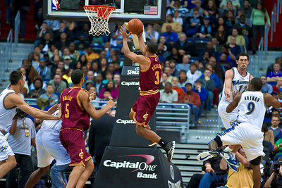Ramon Sessions of the Cleveland Cavaliers goes up for a layup against the Washington Wizards.