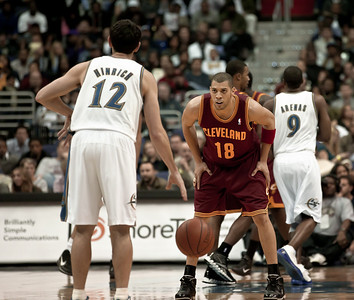 Kirk Hinrich of the Washington Wizards is guarded by Anthony Parker of the Cleveland Cavaliers.