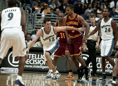 Kirk Hinrich of the Washington Wizards is guarded by Ramon Sessions of the Cleveland Cavaliers.