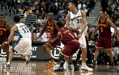 Kirk Hinrich of the Washington Wizards drives toward the basket against the Cleveland Cavaliers.