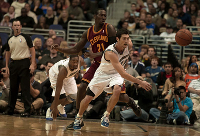 Kirk Hinrich of the Washington Wizards is guarded by J.J. Hickson of the Cleveland Cavaliers.
