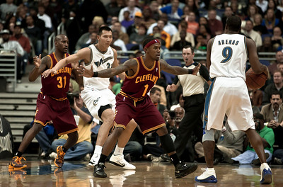 Daniel Gibson of the Cleveland Cavaliers guards Gilbert Arenas of the Washington Wizards.