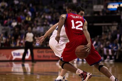 Evan Turner of the Philadelphia 76ers goes behind the back against Kirk Hinrich of the Washington Wizards.