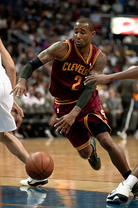 Mo Williams of the Cleveland Cavaliers drives against the Washington Wizards.