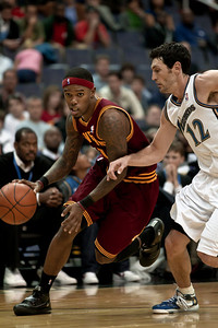 Kirk Hinrich of the Washington Wizards guards Daniel Gibson of the Cleveland Cavaliers.