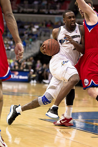 Gilbert Arenas of the Washington Wizards drives on Andres Nocioni of the Philadelphia 76ers.