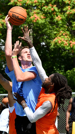 WARREN  DILLAWAY | Star Beacon <br /> Marcus Ernst, left, goes up for a shot for the Headhunters while defended by Jalil Mustafa of the T-Cats during the championship of the West Side Shootout on Saturday afternoon at the West Avenue courts in Ashtabula.