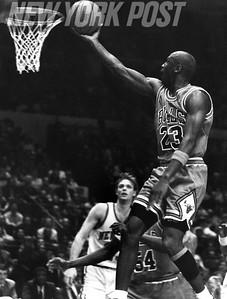 MICHAEL JORDAN Going For Game Winning Shot. 1991