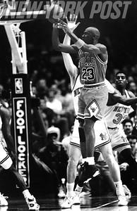 MICHAEL JORDAN Shooting During BULLS v. Knicks Game. 1991