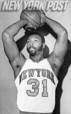 New York Knicks Mel Davis going for shot. 1975