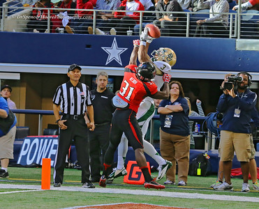 Here is the successful catch. What a great play. I think a pass interference call was in order myself.
