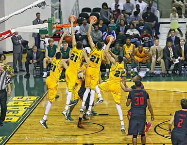 A sequence shot of Isaiah Austin's dunk shot. We expect them from him but are always waiting for the next one with great anticipation.