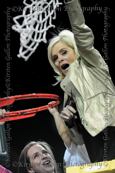Head Coach Kim Mulkey, with daughter Makenie Fuller and grandson Kannon, celebrates with the last cut of the net.