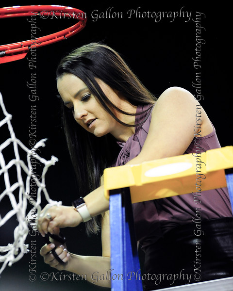 Kaylin Rice, Assistant Coach, cuts away at her piece of the net.